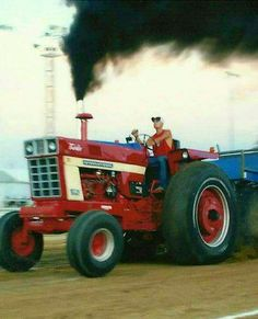 Truck And Tractor Pull, Tractor Pulling, International Tractors, International Harvester, Truck Pulls, Farm Pictures, Farmall Tractors, Vintage Tractors, Hot Rides
