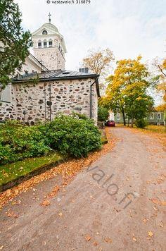 Tammisaaren kirkko - kirkko torni risti uskonto usko kirkkoranennus rakennus katu tie kivinen Raasepori Tammisaari Ekenäs