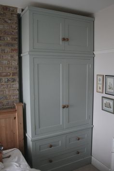 Significance of shaker style fitted bedroom furniture Fitted Wardrobe Doors, Alcove Wardrobe, Bedroom Built In Wardrobe, Pine Wardrobe, Fitted Wardrobes, Wardrobe Design, Wardrobe Ideas, Large Living Room Furniture, Fitted Bedroom Furniture