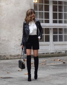 40 Outfit Ideas To Copy This Winter Black Leather Jacket + Black Short Short Leather Jacket, Leather Jacket Outfits, Leather Shorts, Leather Jackets, Black Leather, Suede Shorts, Leder Shorts Outfit, Black Shorts Outfit, Fashion Mode