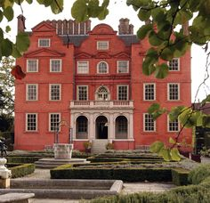 Kew Palace, in Kew Gardens, London. Known as the Dutch House, this is at the smaller end of the scale for royal residences. Georgian Architecture, Historical Architecture, Kew Gardens, Botanical Gardens, Foyers, Dutch House, London Summer, Royal Residence, Royal Palace