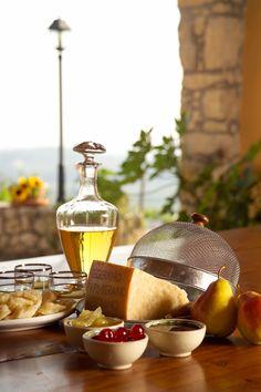Parmigiano Reggiano, provatelo in abbinamento con pere o mostarda. Una delizia!