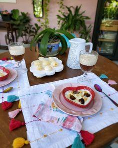 """45 curtidas, 0 comentários - Stephani Demczuk (@stephanidemczuk) no Instagram: """"Taí um negócio que me deixa feliz: mesa bonita. ♥️"""" Table Settings, Table Decorations, Instagram, Home Decor, Happy, Homemade Home Decor, Interior Design, Place Settings, Home Interiors"""