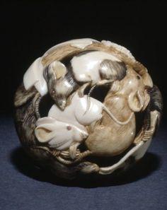 Group of rats, Japanese Netsuke. made of ivory by Chikahiro