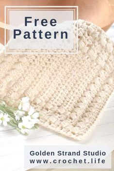 If you're looking for a fun beginner crochet pattern, this free crochet dishcloth pattern is perfect for learning how to make a fun, quick project! Crochet Hot Pads, Crochet Fish, Quick Crochet, Crochet Yarn, Beginner Crochet, Free Crochet, Crochet Mandala, Double Crochet, Crochet Stitches