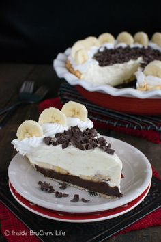 This easy Fudge Bottom Banana Cream Pie has layers of fudge, pudding, and fresh bananas. It's a great dessert recipe.