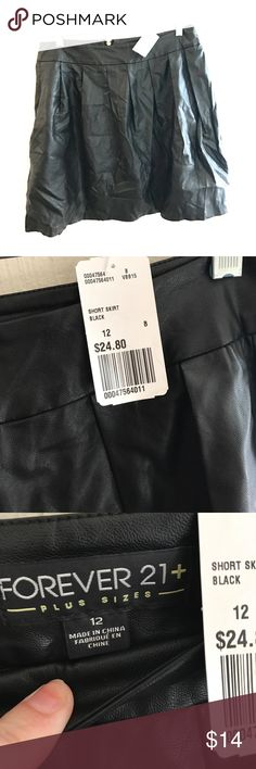 🆕NWT vegan leather forever 21 plus pleated skirt Absolutely adorable vegan leather pleated skirt NWT, runs true to size. Has some wrinkles but will easily come out. Forever 21 Skirts Mini