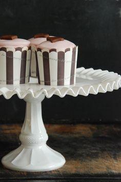 Noch ganz schnell eine Anleitung für eine stylishe Kuchenetageren, die ich bei dieser  Party eingesetzt hatte.  Falls Ihr heute auf dem Flo...