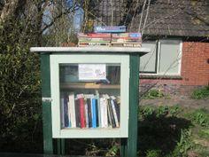 Aan de Stripe, tussen Wijnjewoude en Bakkeveen is op zondag 14 april 2013 de eerste minibibliotheek van Friesland in gebruik genomen. Little Free Libraries, Free Library, 14 April, Fairy Gardens, Dutch, Mystery, Fantasy, Home Decor, Library Locations