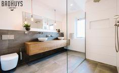Pin van Nicole Briggs op Home Inspiration in 2020 Upstairs Bathrooms, Downstairs Bathroom, Laundry In Bathroom, Bathroom Layout, Bathroom Interior Design, Master Bathroom, Bathroom Toilets, Bathroom Renos, Bathroom Renovations