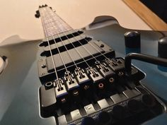 Restringing a Floyd Rose Guitar : the Wrong Way !   Guitar Fail