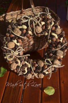 Corona di noci, nocciole, arachidi e caffè http://madewithlovefor.blogspot.it/2015/10/corona-di-noci-nocciole-arachidi-e-caffe.html https://www.etsy.com/it/listing/258504021/corona-di-noci-nocciole-arachidi-e-caffe?ref=shop_home_active_11