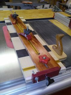 How to pick the right durable woodworking hardware -- You can find more details by visiting the image link. Taper Jig, Wood Jig, Woodshop Tools, Woodworking Jigs, Carpentry, Diy Shops, Shop Layout, Homemade Tools, Do It Yourself Crafts