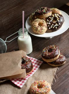 ouuuh des Donuts Best Donut Recipe, Donut Recipes, Delicious Donuts, Yummy Food, Scary Cakes, Coffee And Donuts, Summer Cakes, Chocolate Donuts, Love Eat