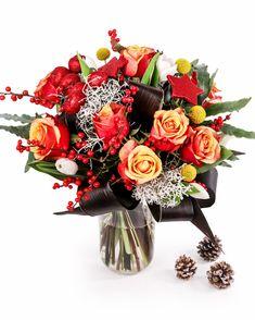 Trandafiri, lalele, Ilex și multe ornamente strălucitoare într-un buchet de Crăciun ce va impresiona. Comandă acum acest buchet de sărbătoare și trimite-l familiei, rudelor sau prietenilor cu care nu te vezi de Crăciun. Gestul tău îi va impresiona cu siguranță, iar buchetul va fi un simbol al prezenței tale în casa lor, chiar dacă ești departe. #christmasflowers #flowerbouquet #bucheteonline #livrareflori #craciun Magnolia, Floral Wreath, Wreaths, Home Decor, Floral Crown, Decoration Home, Door Wreaths, Room Decor, Magnolias