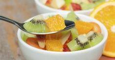 Salade de fruits aux kiwis, oranges, pommes et pamplemousse