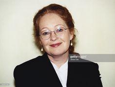 News Photo : Die Schauspielerin Ulrike Bliefert mit Brille und...