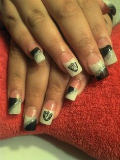 RAIDER NAILS - Nail Art Gallery nailartgallery.nailsmag.com by NAILS Magazine nailsmag.com #nailart
