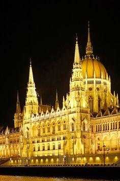 Parlement de Budapest / Photo par Dennis Jarvis