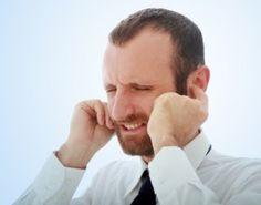 Ecco tutte le informazioni utili su come fare a rimuovere un fastidioso tappo di cerume dalle orecchie