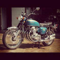 1970 to 1971 Honda 750 Four Motorcycle Images, Motorcycle Design, Honda Motorcycles, Cars And Motorcycles, Honda Cb Series, Honda 750, Japanese Motorcycle, Cb750, Moto Guzzi