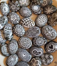 Rock Painting Ideas Discover Black and White Painted Rocks Mandala Gift Black and White Mandala Stones Painted Hand Painted Mandala Rocks Mandala Painted Rocks Set Mandala Painting, Pebble Painting, Dot Painting, Pebble Art, Stone Painting, Mandala Art, Painting People, Mandala Drawing, Mandala Painted Rocks