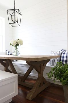 modern farmhouse rustic table with built-in banquette benches Farmhouse Table Runners, Farmhouse Style Table, Trestle Dining Tables, Modern Farmhouse Style, Rustic Table, Dining Room Table, Farmhouse Decor, Diy Table, Nook Table