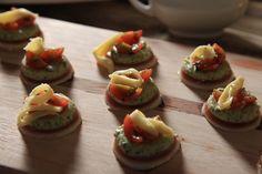 Koljander en Tamatie Gestolde Slaai Sushi, Salad, Ethnic Recipes, Food, Essen, Salads, Meals, Lettuce, Yemek