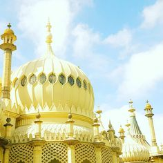 Brighton Local Palace #royalpavilion #Brighton #27brighton #summer #travel #luxury #guesthouse #palace Royal Pavilion, Summer Travel, Brighton, Palace, Taj Mahal, Luxury, Building, Instagram Posts, Buildings