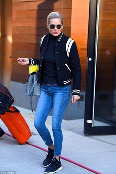 She looks great! Yolanda Hadid, 53, showed off her trim pins in light skinny jeans that went right down to just above her svelte ankles