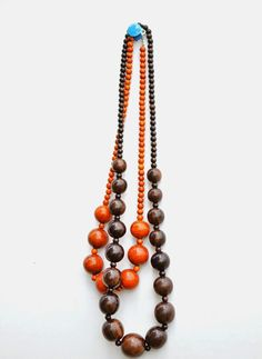 Easy And Elegant Graduated Wood Necklace. Excellent tutorial with clear pictures. Includes bead source with a glowing rec! untrendylife.com