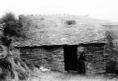 A Proba de Burón. Casa con bufardas no tellado. Arquivo Ebeling nº 160.