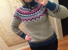 """""""Eskimo""""-genser, mønster frå Sandnes. Egne farger + høg hals. Strikket av Sandnes garn alpakka ull Christmas Sweaters, Pullover, Fashion, Threading, Breien, Moda, La Mode, Sweater, Fasion"""