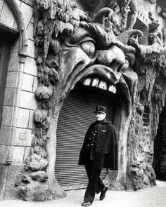 Hell's gate in Paris - obviously hungry!!!