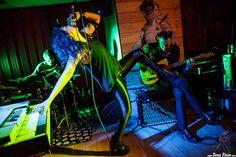 Jay Lien -batería-, Nicole Laurenne -voz y órgano- y Michael Johnny Walker -guitarra- de The Love Me Nots, Satélite T, Bilbao. 24/II/2016. Foto por Dena Flows  http://denaflows.com/galerias-de-fotos-de-conciertos/l/the-love-me-nots/
