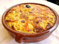 Arroz con costra      Ingredientes Salchichas blancas y rojas (un par por persona) Pechuga de pollo (media por cada 2 personas) Un trocito...