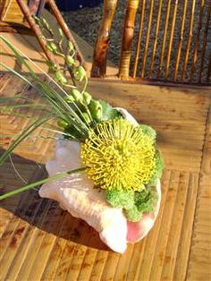 conch shell centerpiece, simple!