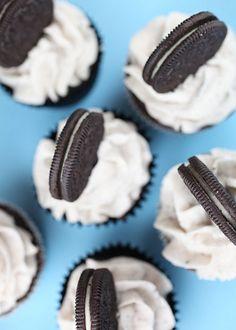 Cookies and Cream Cupcakes (Oreo!)