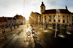 Sibiu Fotograf: Sorin Onisor Mansions, Country, House Styles, Travel, Beautiful, Viajes, Bicycles, Flowers, Manor Houses