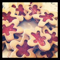 Gingerbread men with ginger rhubarb raspberry jam!