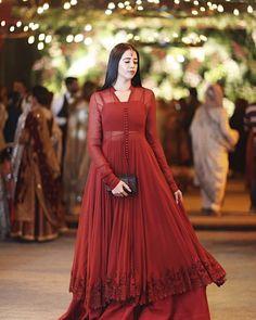 Asian Wedding Dress Pakistani, Pakistani Fashion Party Wear, Desi Wedding Dresses, Pakistani Formal Dresses, Shadi Dresses, Indian Gowns Dresses, Pakistani Dress Design, Party Wear Dresses, Pakistani Outfits
