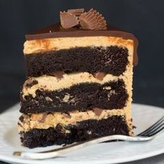 Peanut Butter Cup Overload Cake - A chocolate and peanut butter lover's dream come true! Chocolate Peanut Butter Cups, Peanut Butter Frosting, Chocolate Ganache, Ganache Frosting, Icing, Cake Recipes, Dessert Recipes, Baking Desserts, Thing 1