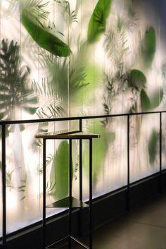 100 Night Club Interior in Belgrade by Studio AUTO - Murales Pared Exterior Cafe Design, Store Design, House Design, Design Design, Design Ideas, Commercial Interiors, Restaurant Design, Restaurant Plan, Retail Design