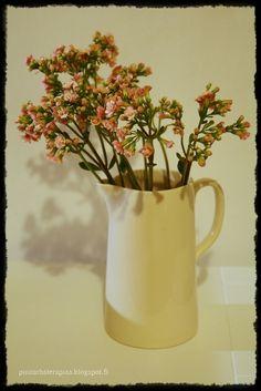 Tulilatvaa leikkona Vase, Home Decor, Decoration Home, Room Decor, Flower Vases, Interior Design, Vases, Home Interiors, Flowers Vase