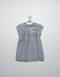 Kariertes Kleid mit Schleifchen
