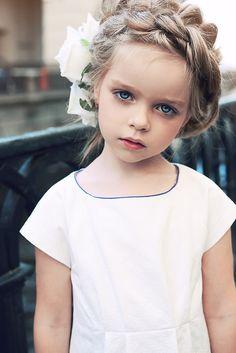 Arina @macaroniskids #fotokot #style #kids #models #streetstyle #street #nice #wedding #inspire #inspiration #fashion #beauty #blonde #dad #family #look #fresh #white #zara #flower
