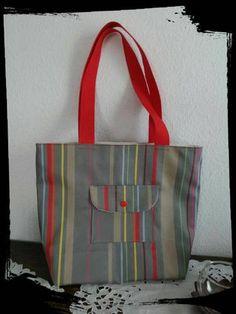 Coudre un petit sac shopping en tissu basque, plein de poches Messenger Bag, Burlap, Creations, Satchel, Reusable Tote Bags, Fabric Bags, Fabrics, Book Bags, Pouch