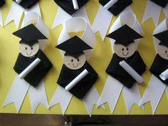 Graduación distintivos. Graduation Ideas For Preschool, Graduation Crafts, Graduation Theme, Kindergarten Graduation, Graduation 2016, Graduation Parties, Student Picture, Wood Circles, July Crafts