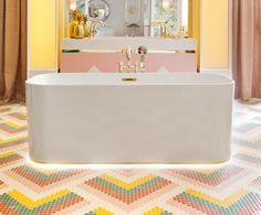 La decoradora Nuria Alía proyectó un cuarto de baño moderno y femenino presidido por una bañera exenta en la edición de Casa Decor Madrid 2017