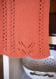 Lace Edged Hand Towel by Amy Loberg free knitting pattern on Ravelry at http://www.ravelry.com/patterns/library/lace-edged-hand-towel